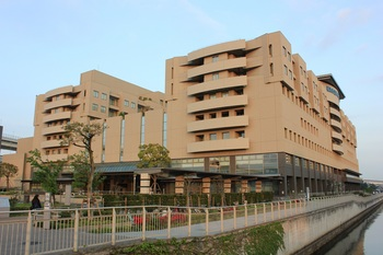 Yokohama_City_Minato_Red_Cross_Hospital-1.JPG